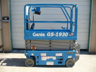 2017 Genie Gs - 1930 Aerial Man Scissor Lift Work Platform Boom Scissorlift photo