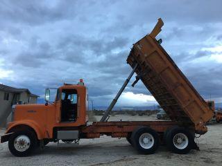 1988 Freightliner 10 Wheel Flc Dump Truck photo