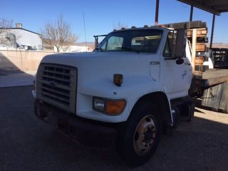 1995 Ford F800 photo