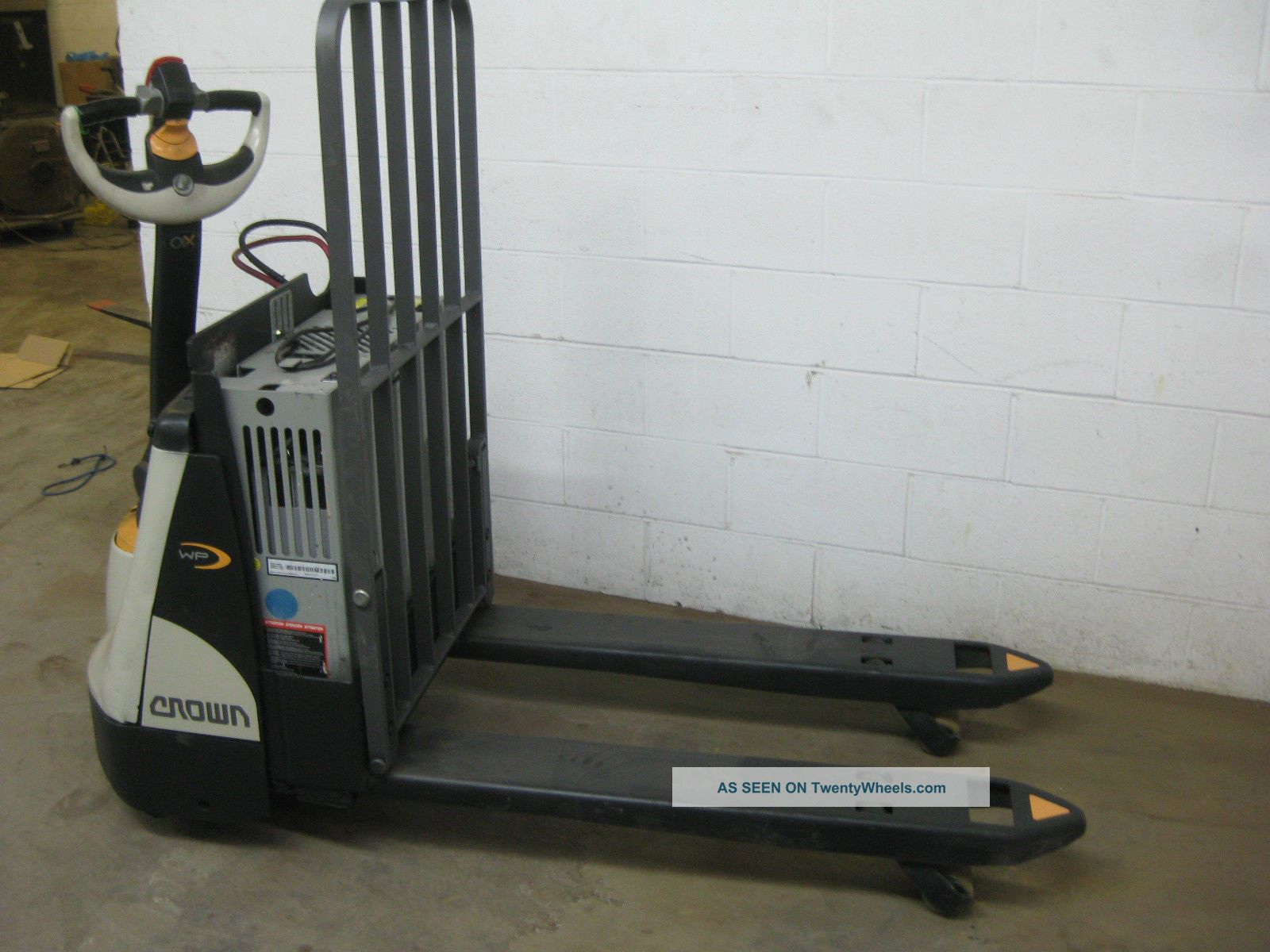 Crown Electric Pallet Jack Wp2345 45 2015 Battery