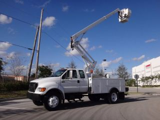 2002 Ford F750 Duty Bucket Truck photo
