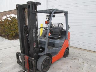 2011 Toyota 8fgcu25.  5000 Lb Capacity Lp Gas Forklift.  189 Inch Lift.  3 Stage photo