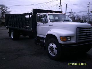 1999 Freightliner F800 photo
