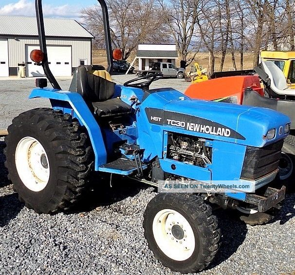 holland tc30 hst compact tractor diesel 4x4 697 hrs industrial tires. Black Bedroom Furniture Sets. Home Design Ideas