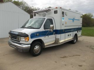 2001 Ford Ford E - 450 Duty photo
