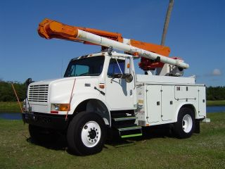 2001 International Bucket Truck photo