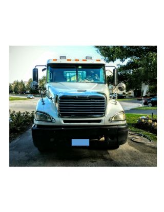 2005 Freightliner Columbia Day Cab photo
