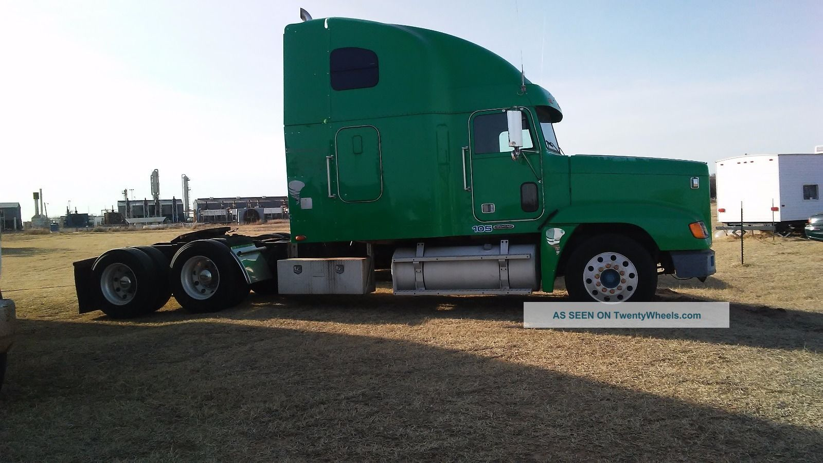 2000 Freightliner Sleeper Semi Trucks photo