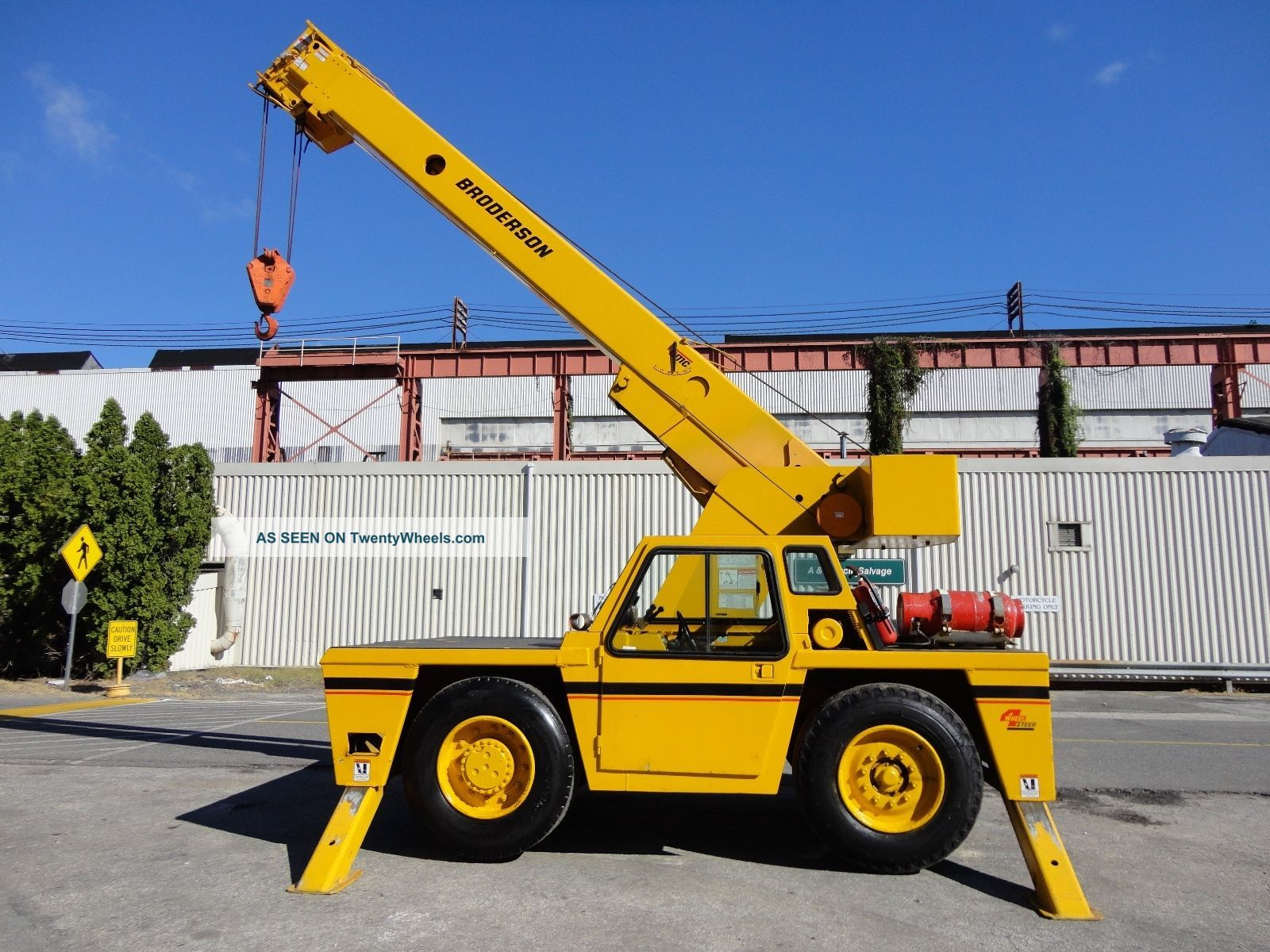 Broderson Ic 200 2b Carry Deck Crane - 15 Ton - Dual Fuel - Enclosed Cab Cranes photo