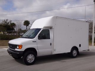 2004 Ford E350 Econoline Commercial Cutaway Box Truck photo