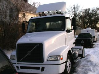 2005 Volvo Vnm42t photo