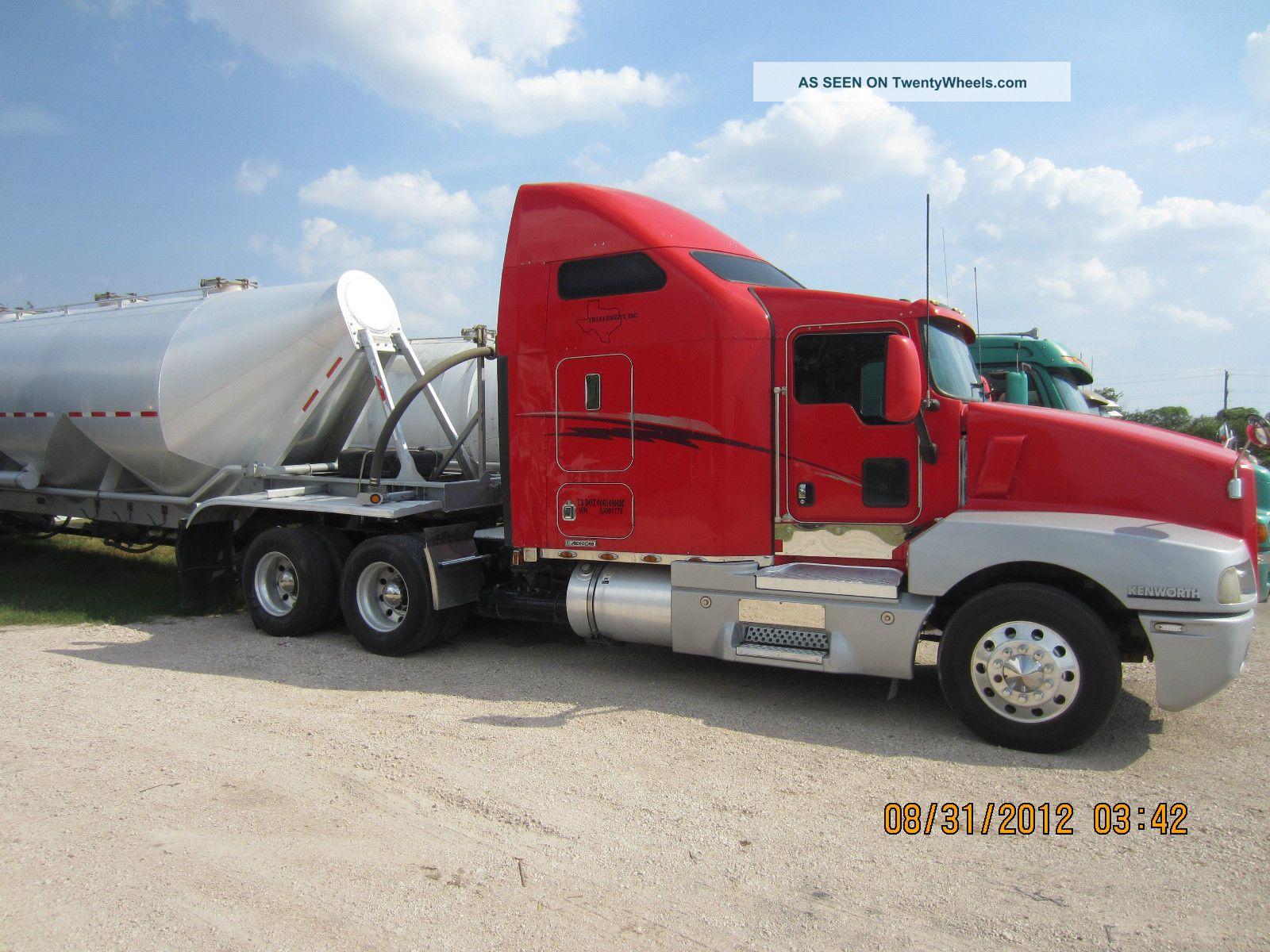 2005 Kenworth T600 Sleeper Semi Trucks photo