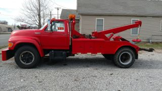 1995 Ford F700 photo