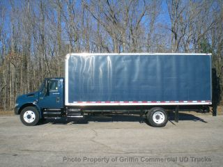 2005 International 4200 24 Foot Box Truck Just 51k Miles Lift Gate Rear Air Suspension photo