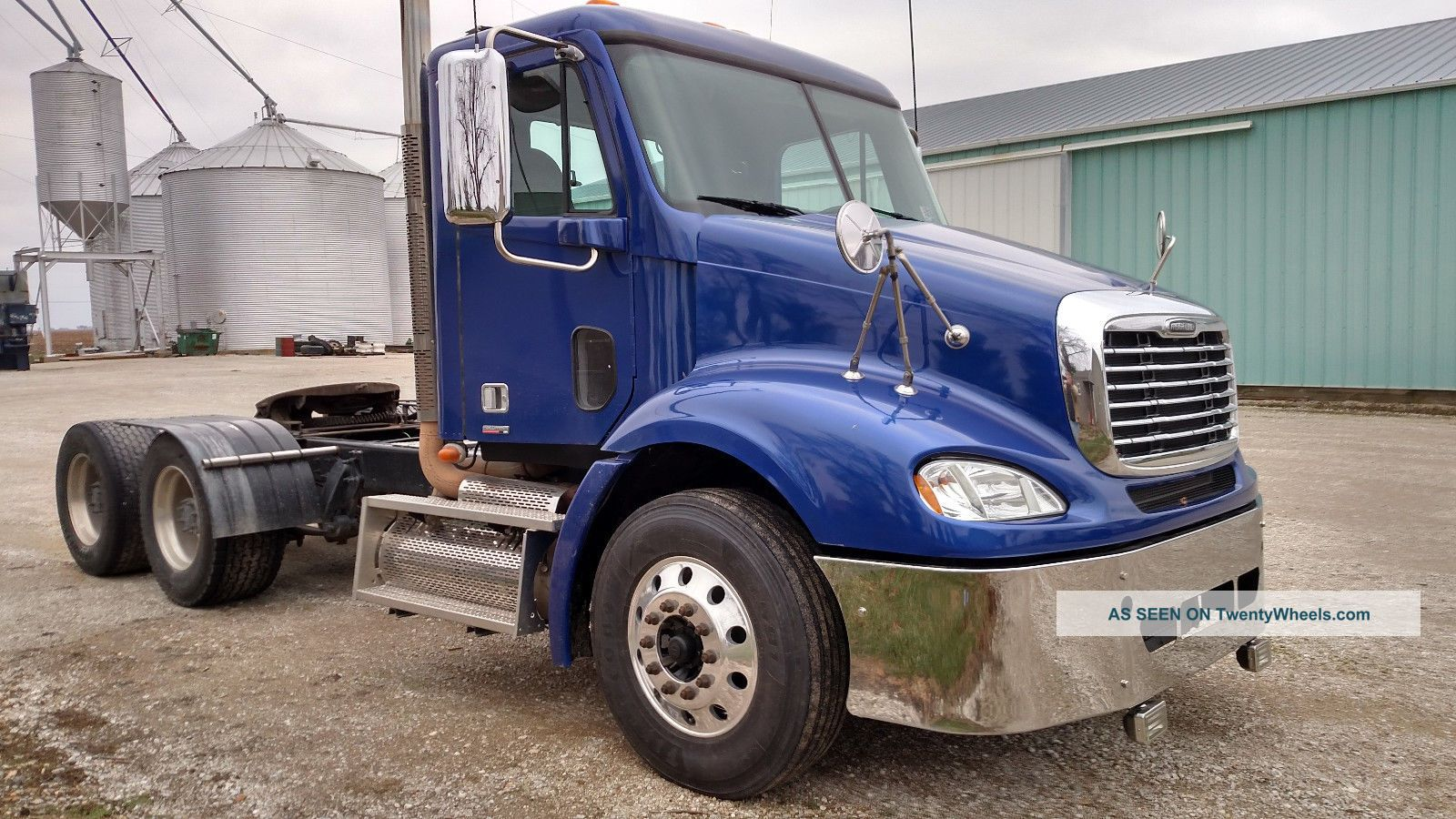 2008 Freightliner Columbia Daycab Semi Trucks photo