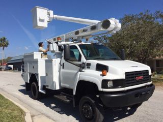 2006 Gmc C5500,  41 ' Altec Boom Lift photo