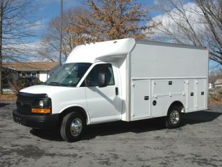 2009 Chevrolet G3500 Enclosed Utility photo