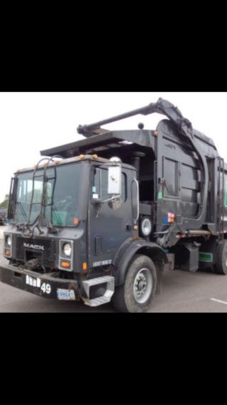 2001 Mack Mr690s photo