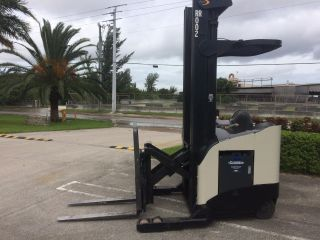 Crown Electric Forklift Rr5220 - 45 Narrow Isle Reach Truck 4,  500 Lb Capacity photo