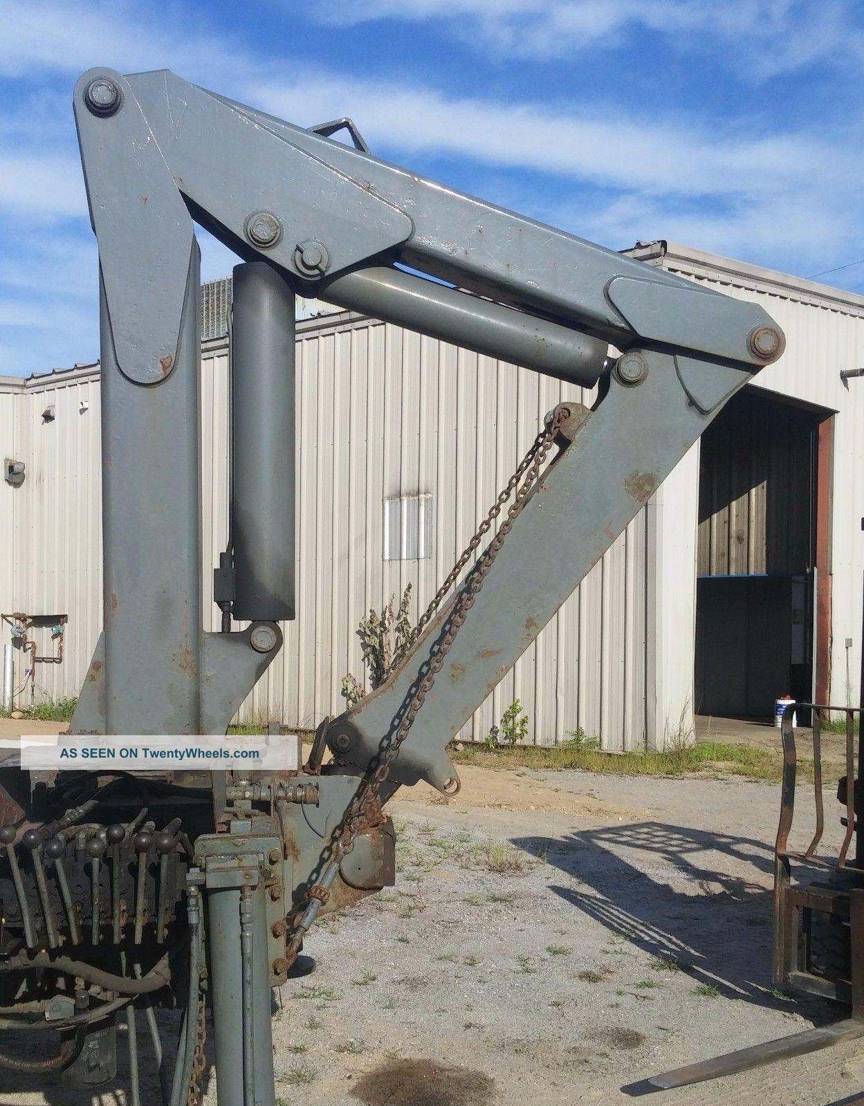 Truck Mount Crane - Imt 6 Ton Capacity - Cranes photo