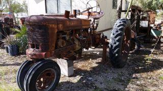 Antique Vintage Tractor 1942 International Farmall Model H Runs photo