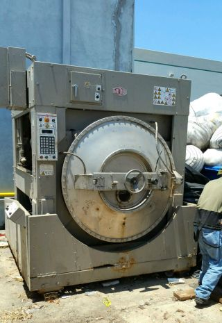 Milnor Washer - Extractor 250 Lb photo