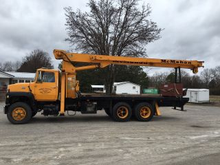 Ford L8000 With National 500c Boom photo