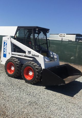 743 Bobcat Skid Steer (video) photo