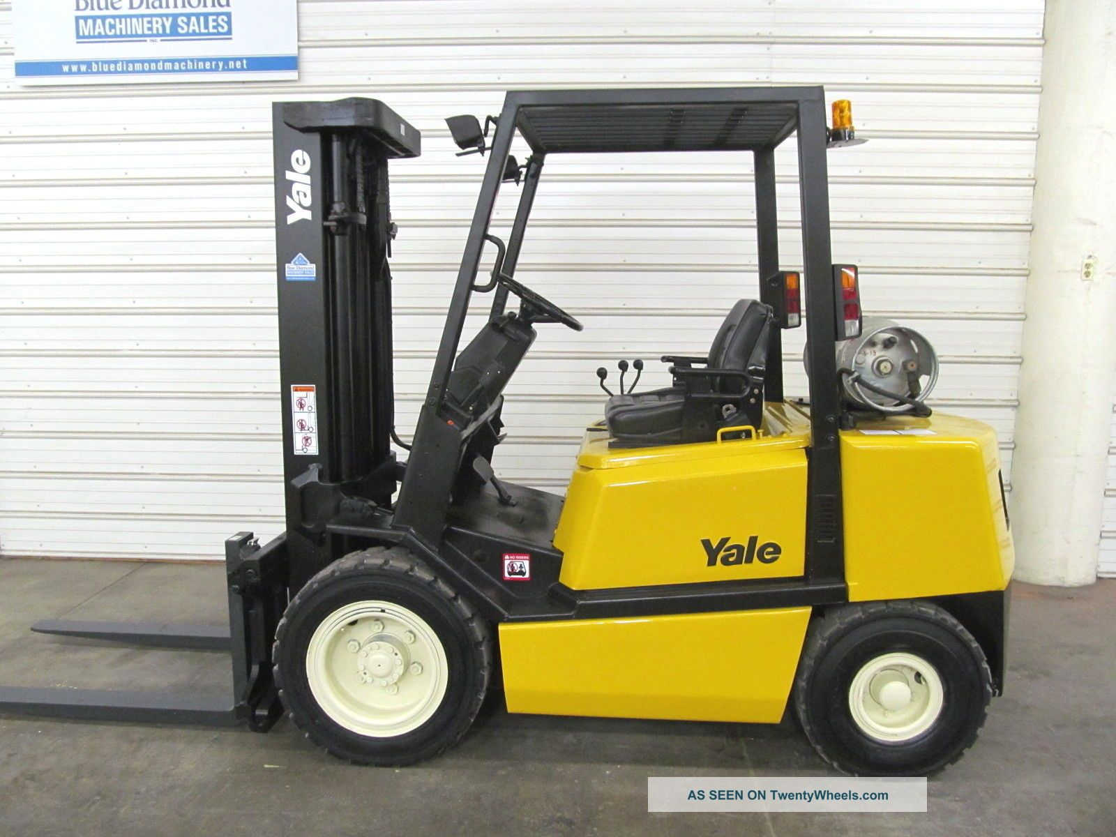 Yale Glp060,  6,  000 Pneumatic Tire Forklift,  Three Stage Mast,  Sideshift,  Low Hr Forklifts photo