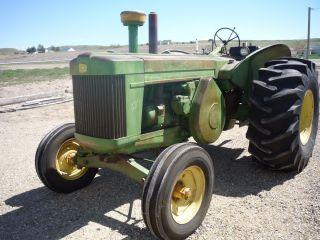 John Deere Tractor 1958 820 photo