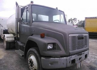 1995 Freightliner Fl70 Tank Trucks photo