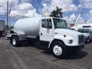 2004 Freightliner Fl70 Tank Trucks photo
