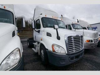 2011 Freightliner Cascadia 113 Day Cab photo