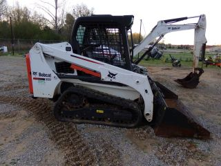 2016 Bobcat T450 Skid Steer photo