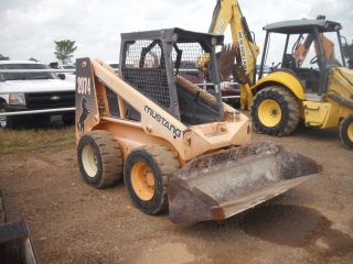 2007 Mustang 2074 Skid Steer Loader photo