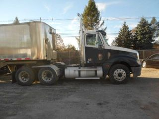 2007 Freightliner Columbia 120 Day Cab photo