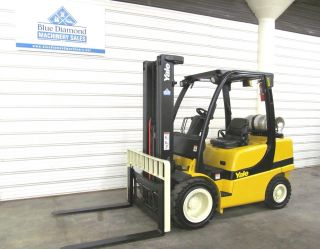 2006 ' Yale Glp060,  6,  000 Pneumatic Tire Forklift,  3 Stage 93/199,  Integral S/s photo