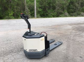 Crown 6000 Lb Pallet Jack photo