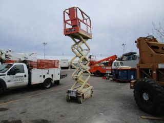 Scissor Lift Jlg 1932 photo