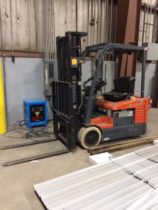 Toyota Electric Forklift Truck 7fbeu15 photo