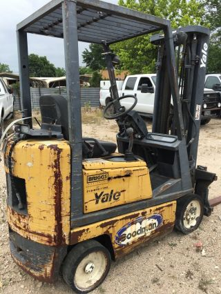 Yale 3000 Lb Forklift photo