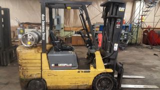 1997 Cat Forklift Gc30 6000 Capacity ; Propane Powered photo