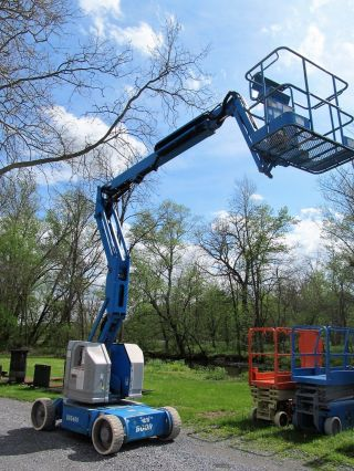2006 ' Genie Z34/22n Manlift,  Boom Lift,  Battery,  34 ' Lift,  Jlg 340aj,  Aerial photo