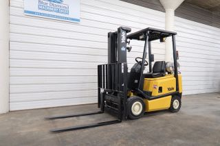 Yale Glp030,  3,  000 Pneumatic Tire Forklift,  3 Stage Fork Positioner, photo