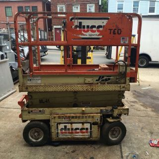 Jlg Commander Cm1732 Electric Scissor Lift photo