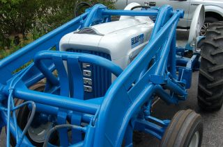 1964 Ford 4000 Tractor Restored photo
