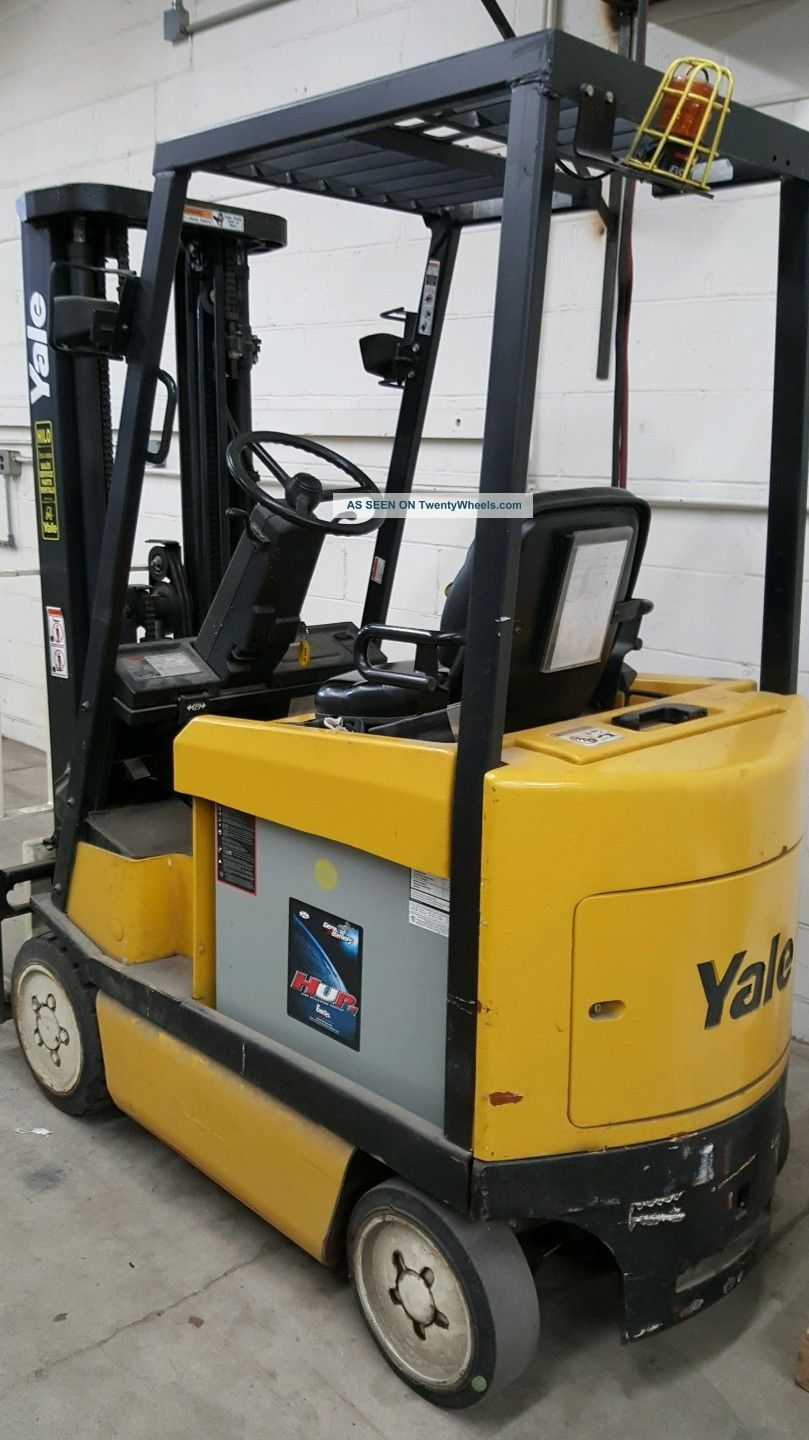Yale Electric Forklift,  With Battery Charger Unit. Forklifts photo