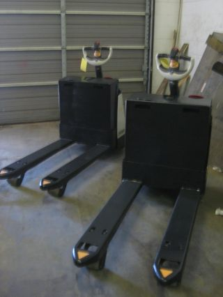 Two Crown Wp2335 - 45 Electric Pallet Jacks - Wholesale Deal - Units photo