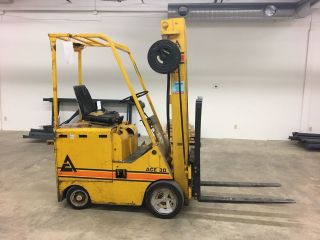 Electric Forklift 3000 Lb Capacity Charger Included photo