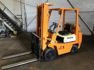 Toyota 5,  800lb Lift Truck photo